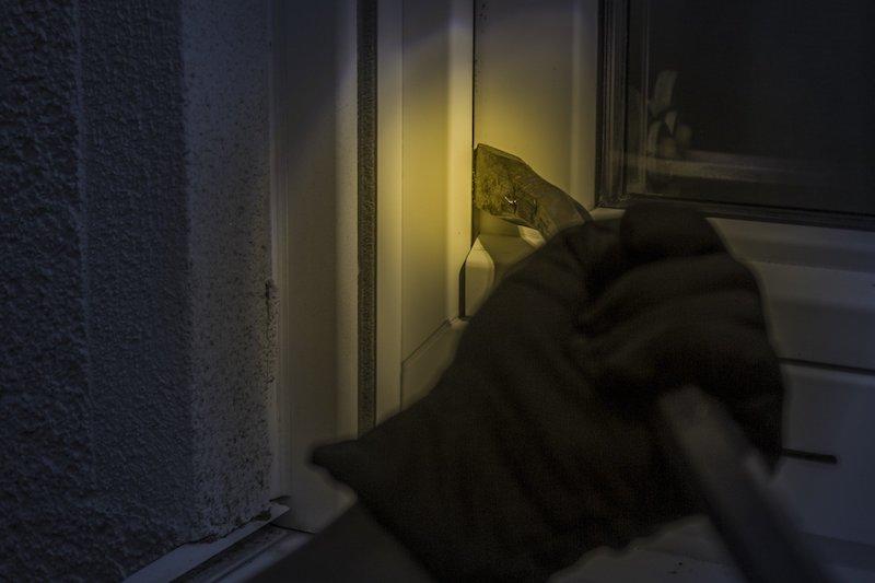 Einbrecher bei Nacht